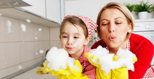 همکاری کودک در خانه